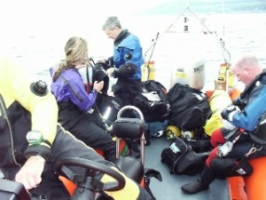 Divers Kitting Up In Boat 320x240